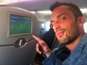 Photo de simon mattant un match dans l'avion