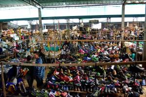 La partie des chaussures en vrac