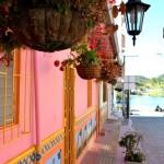 Une des jolie rue du village de Guatapé