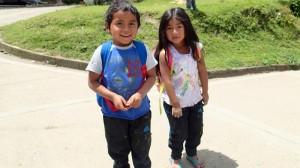 Enfants dans le village de Pasimabala