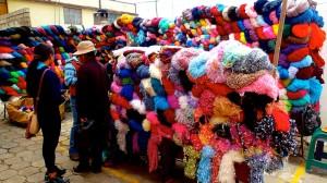Stand de laine au marche saquisili