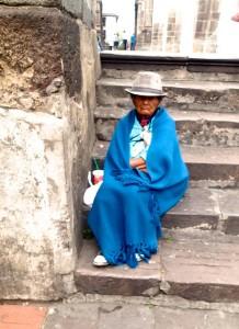 Mujer sentado en la calle