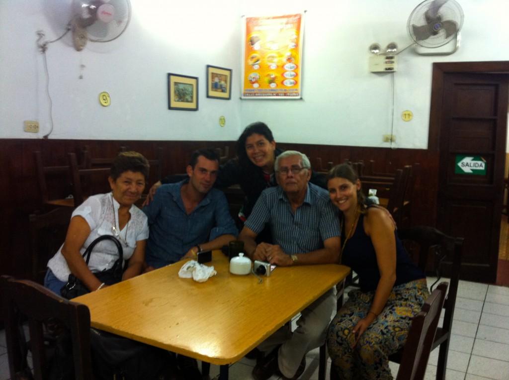Photo de groupe avec Paola, Wendy et José